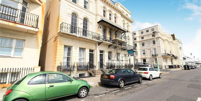 Guide Price £300,000, 1 Bedroom Flat For Sale in East Sussex, BN2