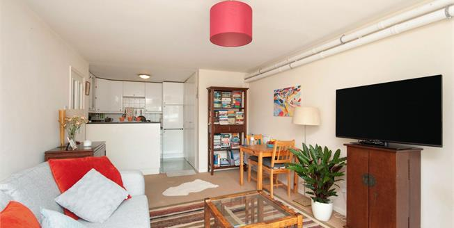 Offers in excess of £230,000, 1 Bedroom Flat For Sale in Brighton, BN1