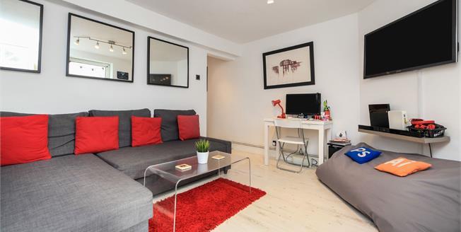 Guide Price £200,000, 1 Bedroom Flat For Sale in Brighton, BN2