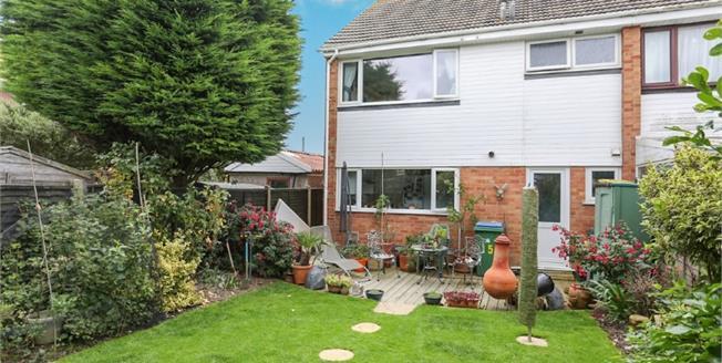 Asking Price £300,000, 3 Bedroom Semi Detached House For Sale in Bognor Regis, PO21