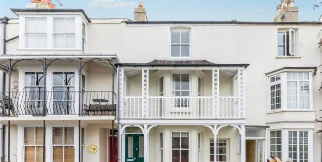 Guide Price £325,000, 4 Bedroom Town House For Sale in Bognor Regis, PO21