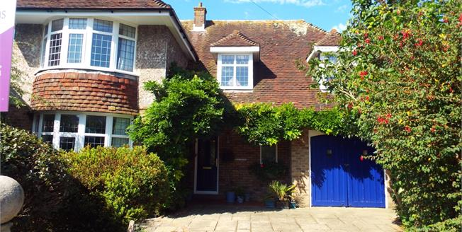 Guide Price £400,000, 4 Bedroom Detached House For Sale in Bognor Regis, PO21