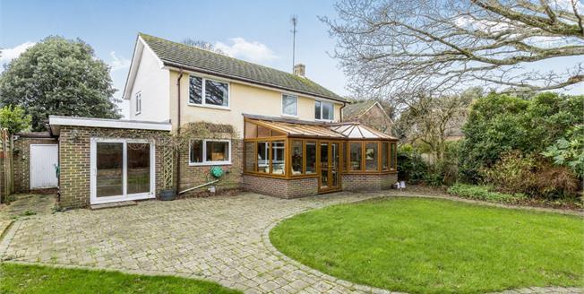 Guide Price £580,000, 4 Bedroom Detached House For Sale in Bognor Regis, PO21