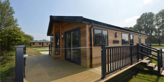 Asking Price £172,000, 2 Bedroom Detached Bungalow For Sale in Chichester, PO20