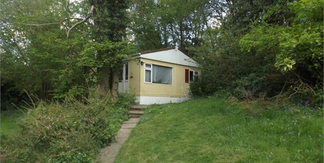 £90,000, 2 Bedroom Mobile Home For Sale in Turners Hill, RH10