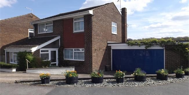 Offers in the region of £475,000, 4 Bedroom Detached House For Sale in Crawley Down, RH10