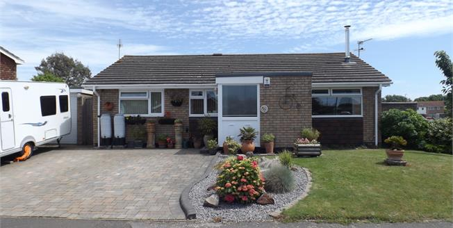 Asking Price £335,000, 3 Bedroom Detached Bungalow For Sale in Feltham, TW14
