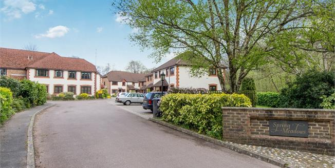 £175,000, 2 Bedroom Flat For Sale in Midhurst, GU29