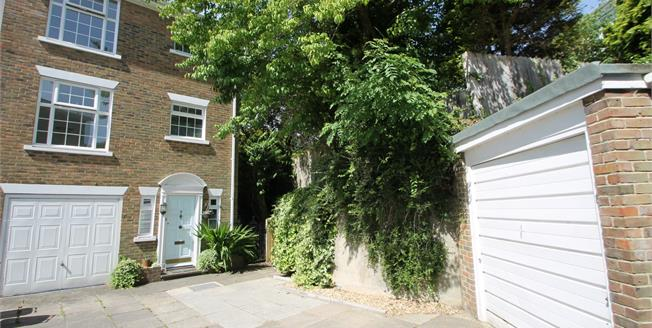 Asking Price £385,000, 4 Bedroom End of Terrace House For Sale in Midhurst, GU29