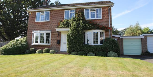 Asking Price £575,000, 4 Bedroom Detached House For Sale in Midhurst, GU29