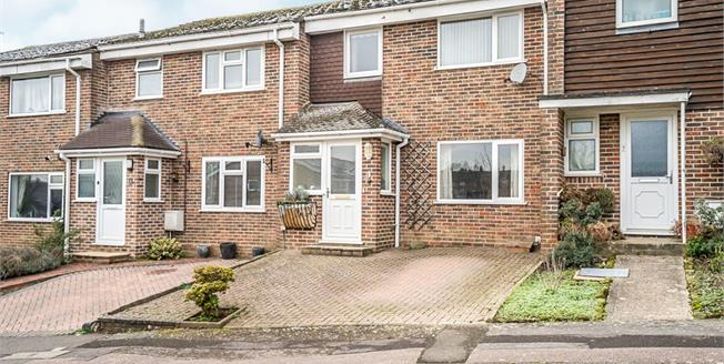 Guide Price £310,000, 3 Bedroom Terraced House For Sale in Petworth, GU28