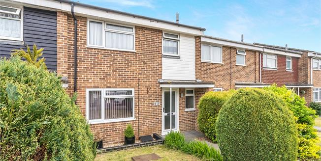 Guide Price £289,000, 3 Bedroom Terraced House For Sale in Petworth, GU28