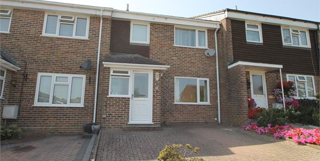 Guide Price £289,050, 3 Bedroom Terraced House For Sale in Petworth, GU28