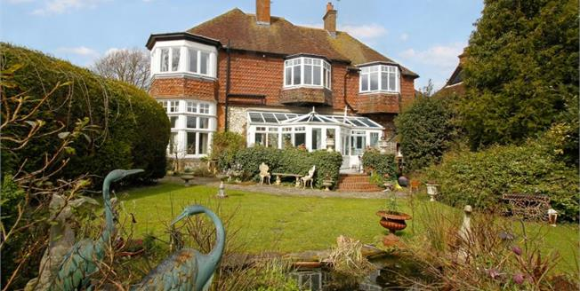 £695,000, 4 Bedroom House For Sale in Steyning, BN44