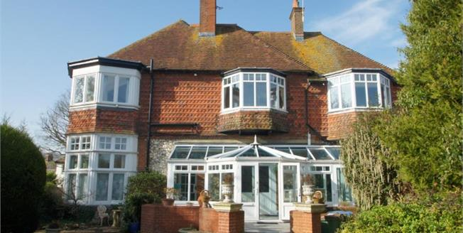 Guide Price £695,000, 4 Bedroom House For Sale in Steyning, BN44