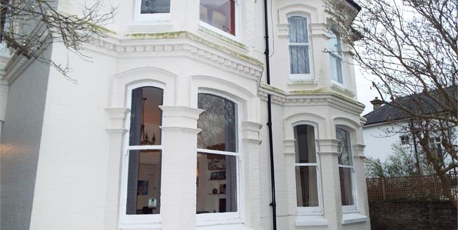 Guide Price £160,000, 1 Bedroom Ground Floor Flat For Sale in Worthing, BN11