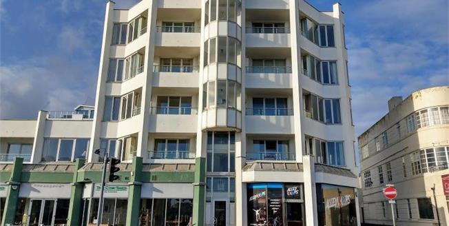 Offers Over £190,000, 2 Bedroom Upper Floor Flat For Sale in Worthing, BN11