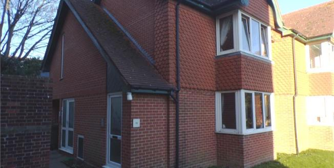 £200,000, 2 Bedroom Flat For Sale in Worthing, BN11