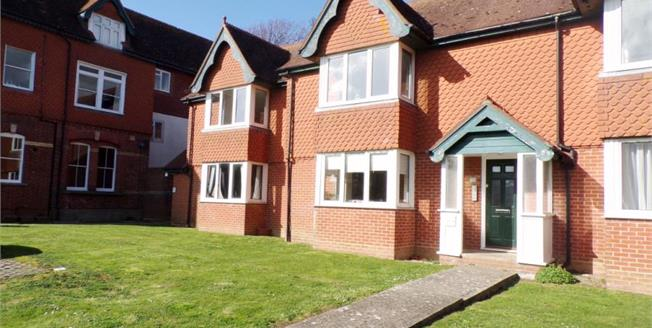 £195,000, 2 Bedroom Flat For Sale in Worthing, BN11