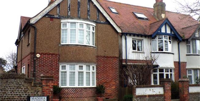 Guide Price £400,000, 3 Bedroom Detached House For Sale in Worthing, BN11
