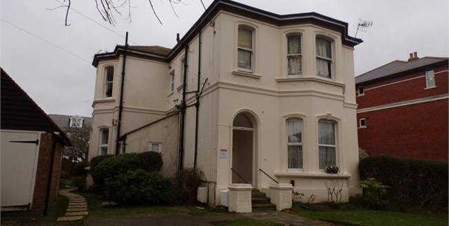 £220,000, 2 Bedroom Flat For Sale in Worthing, BN11