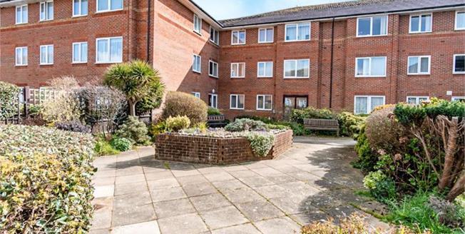 Offers Over £110,000, Ground Floor Flat For Sale in Littlehampton, BN17