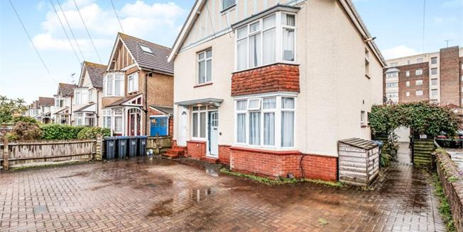 £265,000, 2 Bedroom Flat For Sale in Worthing, BN11