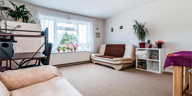 £230,000, 2 Bedroom Flat For Sale in Lancing, BN15