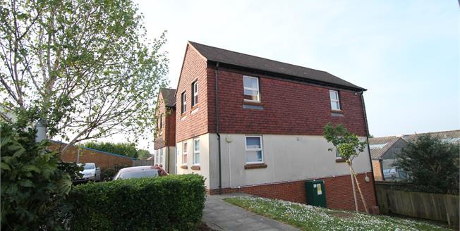 Asking Price £140,000, 1 Bedroom Flat For Sale in Lavant, PO18