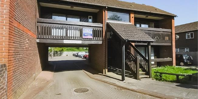 £174,000, 1 Bedroom Flat For Sale in Chichester, PO19