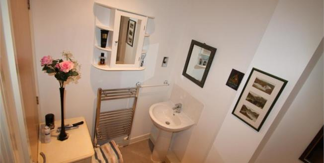 Guide Price £255,000, 1 Bedroom Upper Floor Flat For Sale in Chichester, PO19