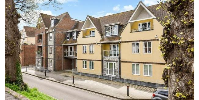 Guide Price £235,000, 1 Bedroom Flat For Sale in Chichester, PO19