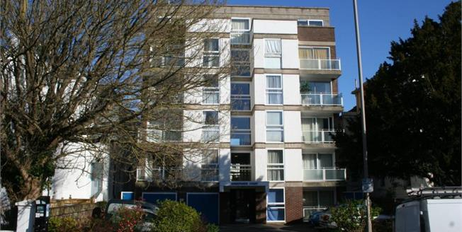 £110,000, 1 Bedroom Flat For Sale in Eastbourne, BN21