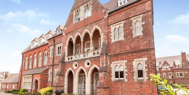Guide Price £375,000, 2 Bedroom Maisonette For Sale in Eastbourne, BN20