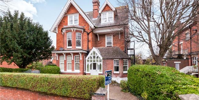 Asking Price £410,000, 2 Bedroom Flat For Sale in Eastbourne, BN20