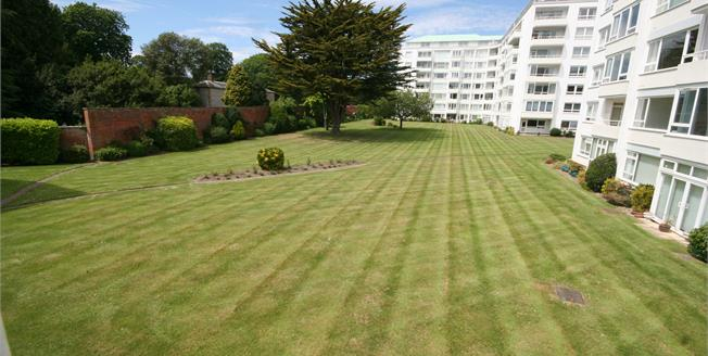 £300,000, 3 Bedroom Flat For Sale in Eastbourne, BN21