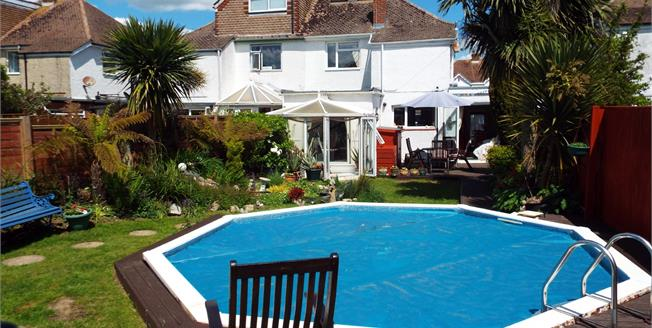 Guide Price £300,000, 3 Bedroom Semi Detached House For Sale in Bognor Regis, PO21