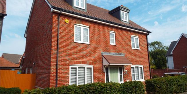 Guide Price £450,000, 5 Bedroom Detached House For Sale in Bognor Regis, PO21