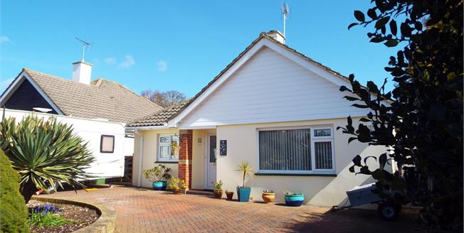 Guide Price £350,000, 3 Bedroom Detached Bungalow For Sale in Bognor Regis, PO22