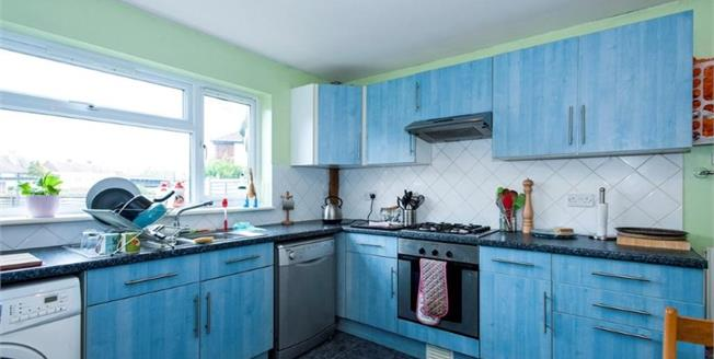 Guide Price £220,000, 4 Bedroom Terraced House For Sale in Bognor Regis, PO22