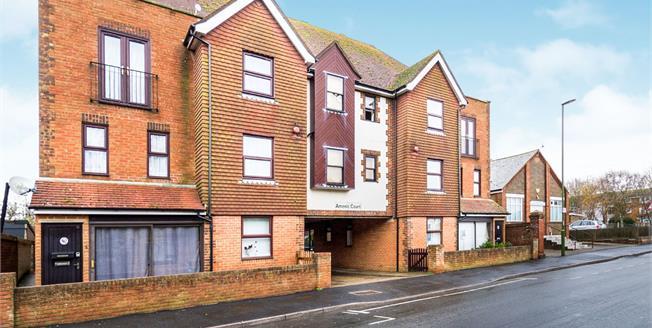 Asking Price £135,000, 1 Bedroom Flat For Sale in Littlehampton, BN17