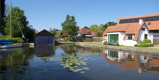 £350,000, 3 Bedroom Detached House For Sale in Horning, NR12