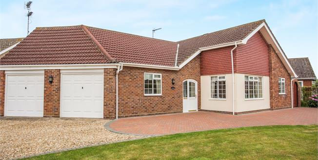 £320,000, 2 Bedroom Detached Bungalow For Sale in North Walsham, NR28