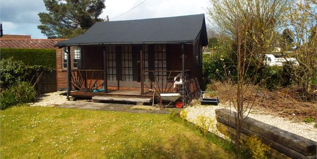 Offers in the region of £175,000, 1 Bedroom Detached Bungalow For Sale in Hoveton, NR12