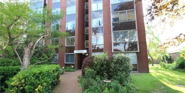 Asking Price £306,000, 2 Bedroom Upper Floor Flat For Sale in Surrey, CR0