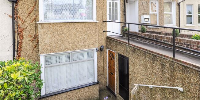 Asking Price £200,000, 1 Bedroom Flat For Sale in Sydenham Road, CR0