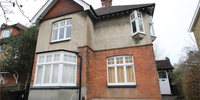 Offers in excess of £250,000, 1 Bedroom Flat For Sale in Croydon, CR0