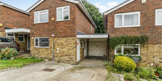 Offers in excess of £625,000, 3 Bedroom Detached House For Sale in Croydon, CR0