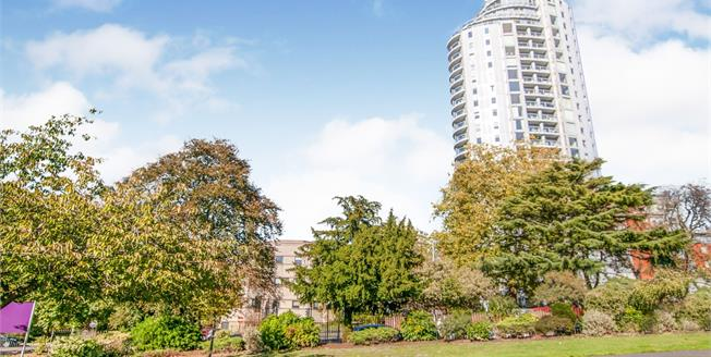 Asking Price £390,000, 2 Bedroom Flat For Sale in Croydon, CR0