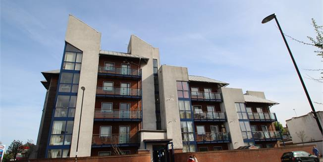 Guide Price £350,000, 2 Bedroom Flat For Sale in Croydon, CR0